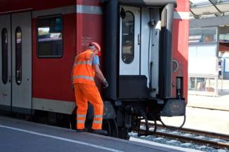 Ministrul Sova: Avem 23.000 de angajati ai CFR care, in loc sa repare calea ferata, pazesc macazurile