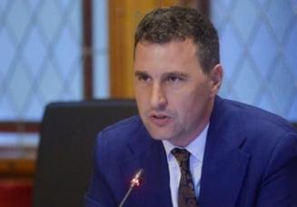 """Ministrul Tanczos Barna anunta interzicerea aducerii de straini pentru vanarea ursilor care pun probleme: """"Toate extragerile de forta majora se fac de catre personalul asociatiei"""""""