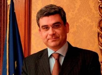 "Ministrul Teodor Baconschi spune ca vizita la Paris e ""in santier"""