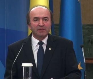 Ministrul Toader a plecat dupa o ora de la dezbaterile pe tema modificarilor Codurilor Penale