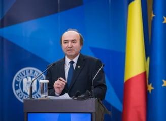 Ministrul Toader anunta la ora 18 decizia in scandalul Cosma-DNA. Dancila merge la Bruxelles saptamana viitoare