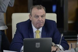 Ministrul Transporturilor: Pe autostrada Lugoj-Deva lucreaza 100 si ceva de oameni, care nu au facut un metru in plus de constructie; doar au daramat