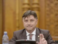 Ministrul Viorel Ilie s-a sucit. Ieri declara ca e dispus sa demisioneze, azi spune ca nu a afirmat asa ceva