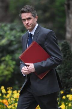 Ministrul britanic al Apararii a fost demis in urma unei scurgeri de informatii