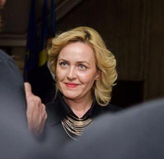Ministrul demisionar Carmen Dan: Il informez pe Ponta ca are de cumparat niste ambulante