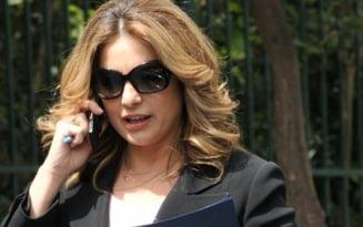 Ministrul grec al Turismului demisioneaza: sotul ei are datorii de 5,5 milioane de euro