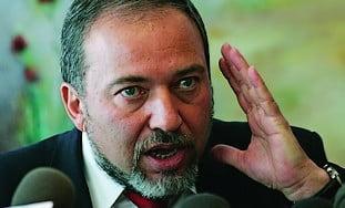 Ministrul israelian de Externe va fi acuzat de frauda si spalare de bani