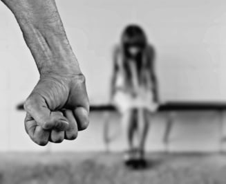 Minora violata de asistentul maternal. Sotia acestuia a incercat sa se sinucida