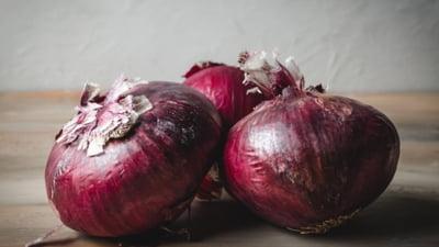 Miraculoasele beneficii ale cepei rosii