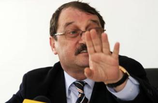 Mircea Basescu, la masa cu firmele interesate de inzestrarea armatei