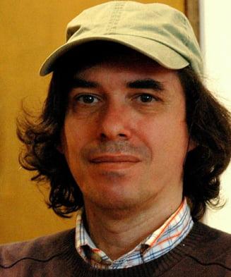 """Mircea Cartarescu critica """"dezgustatoarele"""" polemici intre stanga si dreapta: Imbecili ce sunteti"""