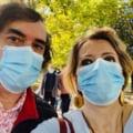 Mircea Cartarescu si sotia sa, Ioana Nicolaie, mesaj de la randul la care stau pentru a intra in sectia de votare
