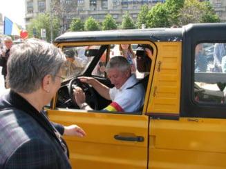 Mircea Diaconu, in turneu electoral, la volanul unui ARO