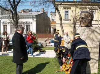 Mircea Eliade are statuie in cartierul Mantuleasa
