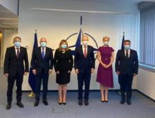 Mircea Geoana, gazda a delegatiei Senatului Romaniei la sediul NATO din Bruxelles