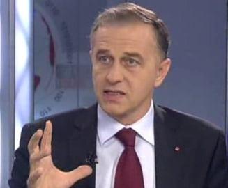 Mircea Geoana isi anunta candidatura fara Congres?