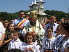 Mircea Man, alaturi de sutele de credinciosi, la hramul Manastirii Sfantul Ilie din Dealu Mare