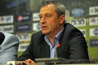 Mircea Rednic mai da afara trei jucatori de la CFR