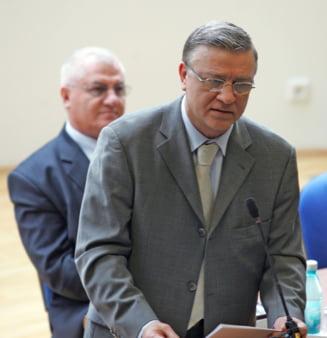 Mircea Sandu si Dumitru Dragomir, condamnati la 3 ani de inchisoare cu suspendare in dosarul dezafilierii Craiovei