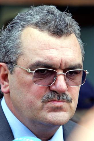 Miron Mitrea s-a predat in Constanta. Politistii l-au cautat la casa din Bucuresti si au sarit gardul (Video)