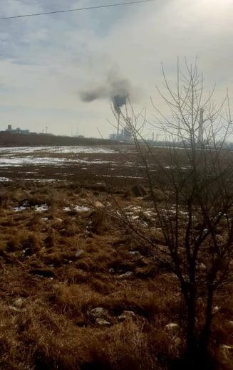 Mirosul puternic de gaze si produse petroliere, resimtit in Ploiesti si zonele invecinate, a determinat Prefectura Prahova sa ceara raspunsuri de la Garda de Mediu
