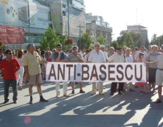 Miting anti-Basescu, la Craiova: Tariceanu si Daniel Constantin, printre participanti