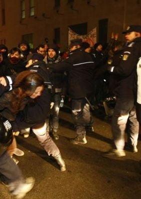 Miting cu scandal la Targu Mures - imbranceli intre jandarmi si secui (Video)