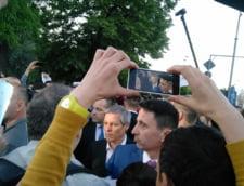 Miting de sustinere pentru ministrul demisionar al Culturii - Ciolos a venit sa vorbeasca cu protestatarii
