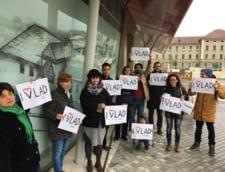 Miting la Guvern pentru sustinerea lui Vlad Alexandrescu: Reforma in cultura