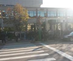 Miting spontan la Regia Autonoma pentru Activitati Nucleare din Drobeta Turnu Severin. 100 de salariati protesteaza pentru ca nu si-au primit salariile