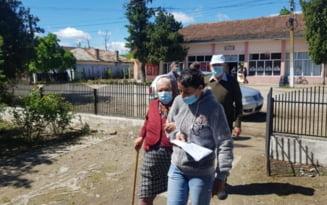 Moartea unei profesoare de 55 de ani, bolnavă de COVID-19, a băgat în sperieți o comună din Olt. Oamenii cer vaccin de urgență