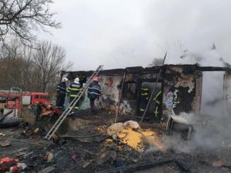 Mobilizare impresionanta dupa ce un incendiu a distrus casa unei familii cu cinci copii din Satu Mare