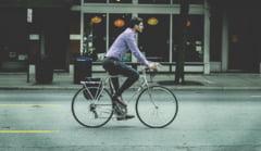 Modificari importante aduse Codului Rutier. Ce prevederi ii vizeaza pe biciclisti si pietoni