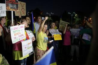 Modificarile anuntate la Legile Justitiei au scos din nou oamenii in strada: Nu vrem sa fim o natie de hoti. Nu cedam, rezistam!