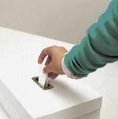 Moldovenii isi vor alege presedintele prin vot direct