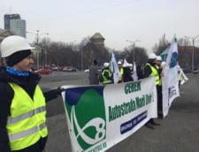Moldovenii s-au adunat la guvern sa ceara Autostrada Unirii. Dancila i-a ignorat, Teodorovici i-a numit instigatori (Foto & Video)