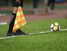 Moment rar in fotbal. Arbitrul meciului Real Madrid - Alaves, inlocuit dupa ce s-a ciocnit de un jucator