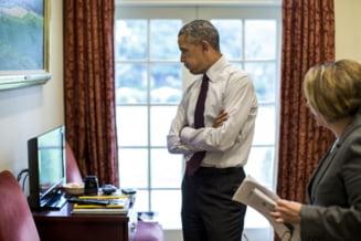 Moment rar la Casa Alba: Obama semneaza un veto in fata jurnalistilor