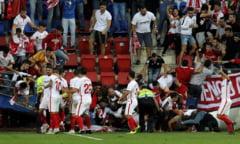 Momente de panica in timpul jocului Eibar - Sevilla. Tribuna cu fanii oaspetilor s-a rupt si mai multi suporteri au fost dusi la spital