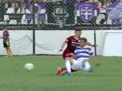 Momente de panica la derbiul din Liga II dintre Rapid si Poli Timisoara. Un jucator a stat momente bune inconstient pe gazon (Video)