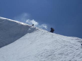 Momente dramatice pentru un roman in Himalaya. Alpinistul a fost suprins de o avalansa. Cum a reusit sa se salveze