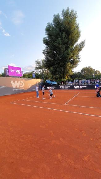 Momente emoționante la Cluj: și-a cerut iubita în căsătorie pe terenul de tenis! FOTO