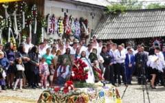 Momente sfasietoare la inmormantarea celor patru studente care au murit la Jibou