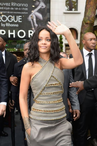 Momente tensionate pentru Rihanna - politia a intervenit