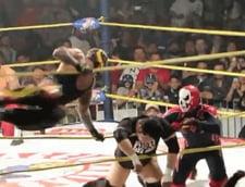 Momente terifiante pe un ring de wrestling. Un luptator a murit dupa o lovitura dura (Video)