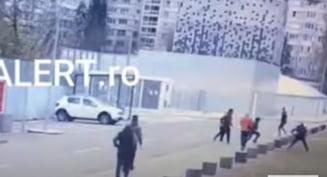 Momentul in care este ucis un cetatean afgan la Timisoara. Atacatorul nu a fost identificat de Politie VIDEO