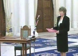 Mona Pivniceru a depus juramantul - este oficial ministru al Justitiei