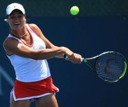 Monica Niculescu inainteaza pe ambele ''fronturi'' la Vancouver