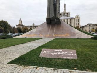 "Monumentul ""Aripi"" de la Piata Presei a fost vandalizat. Un consilier prezidential a sesizat politia"