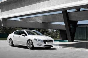 Moody's a retrogradat ratingul Peugeot la junk